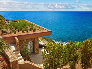 Oil Nut Bay - The Cliff Suites