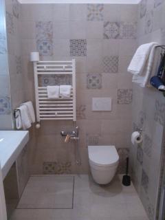 bagno privato completamente nuovo con finiture di pregio