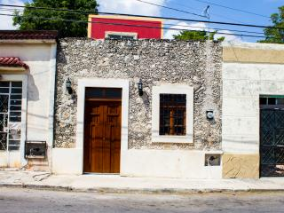 CHARMING HOME IN ERMITA, The Stone Cottage, Merida
