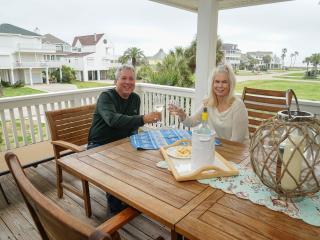 Coastal Living Relaxing Luxury Home !!, Galveston