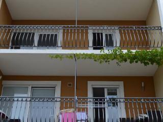CR 33 - Apartment 1, Omis