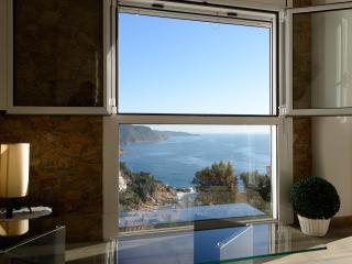 Apartamento con 2 dormitorios (1 suite) y 2 baños, Tossa de Mar