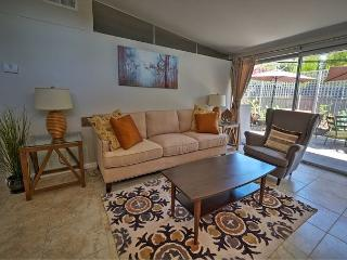 2 bed/2 bath Updated in The Foothills, Pasadena