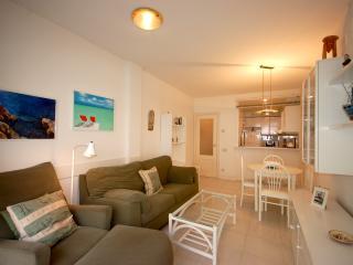 BEACH APARTMENT 2rooms with PARKING, Tossa de Mar