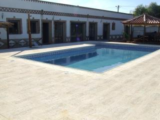 Villa- Algarve with swiming pool and jacuzzi, São Bartolomeu de Messines