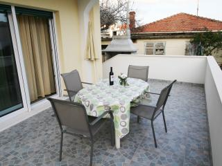 Gally Apartment for 3 in Trogir with AC and WiFi