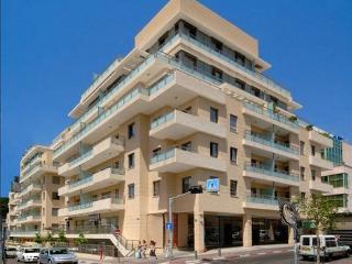 Prime location boutique apartment, Garden+GYM