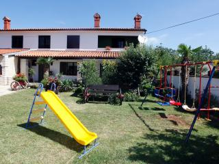 House Irena, Manjadvorci