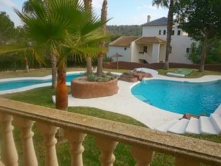 Oasis flat 100 meter from golf,wifi amaizing pool, Torrevieja