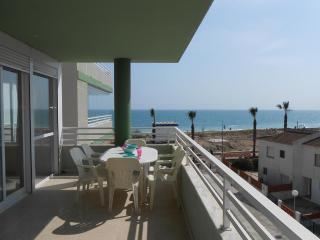 Ref 212.- 1ª línea de playa con vistas al mar, garaje y piscina. Zona tranquila