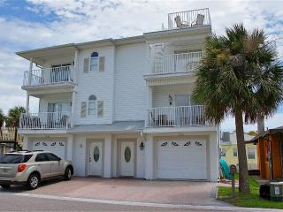 BEACHSIDE 2BR TOWNHOME***STEPS to BEACH**PETS OK, Redington Shores