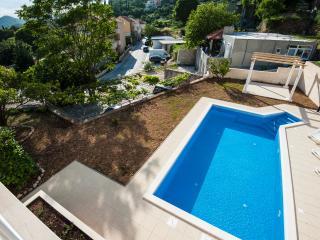 Luxury studio with pool, Mlini