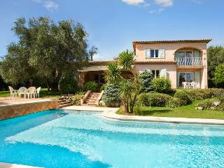 06.139 - Large villa with ...