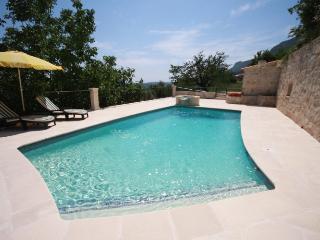06.158 - Pool villa in St-...