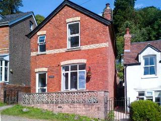 SUNNYSIDE, pet-friendly cottage, woodburner, village setting, in Upper Colwall,