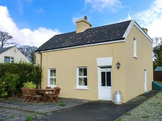 SKAHANAGH, detached, open fire, off road parking, front patio, rear lawn, in Union Hall, Ref 919552