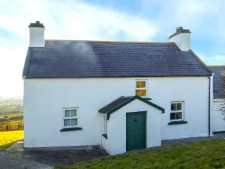 SUGARBUSH, stunning scenery, sea views, en-suite, pet-friendly cottage near