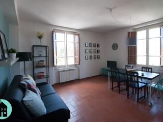 NEW Flat in Historic Building 1913 with Parking, Lucca