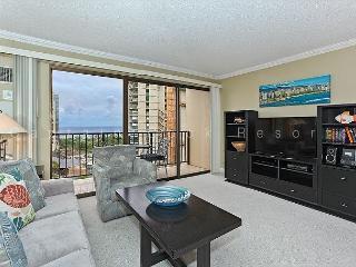 Ocean view high floor 1-bedroom, AC, WiFi, parking, washer/dryer and washlet!, Honolulu
