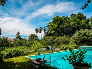 The Countryside in the City, Family Property, 800, Aix-en-Provence