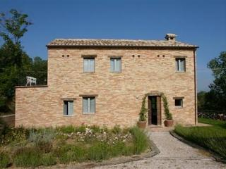 Light-filled Villa Montegiorgio - stunning views