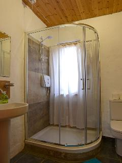 Bertra Cottage - bathroom