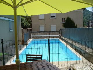 Very Nice Renovated Apartment with Pool