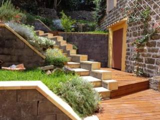 ampio monolocale climatizz con giardino terrazzato all'interno di baglio storico
