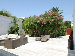 BLANCHE, calm renovated villa in heart of STropez