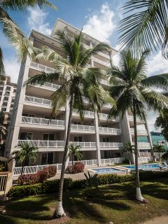 The Palms is a 10-story, 33-unit oceanfront condominium at the north end of Jaco Beach.
