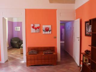 ampio ingresso luminoso e confortevole, adatto come sala lettura e relax