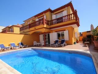 Villa in Duque (private swimming pool)