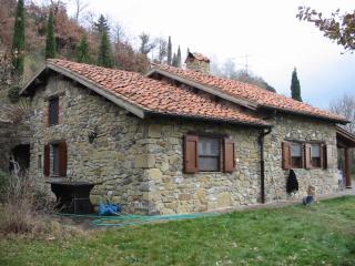 Casale in pietra nella val D'Orcia Radicofani (SI)