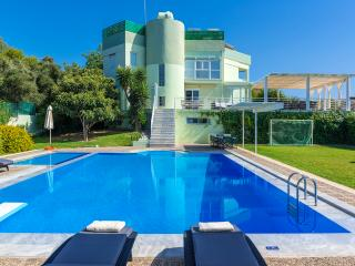 Stunning Villa for private Escape/Ocean near by