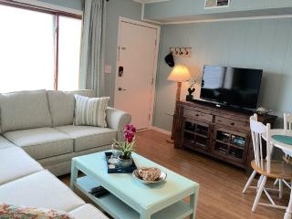*Aug 6-10 Available* Midtown Condo with Bay View Only Steps to the Beach!