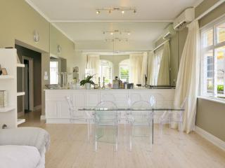 Spacious 3 bedroom house in Sea Point, Cape Town