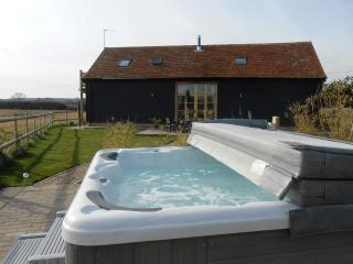 The Shire Stables Luxury Barn with Hot Tub, Maldon