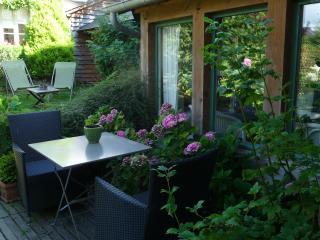 le jardin privatif et la terrasse du cottage
