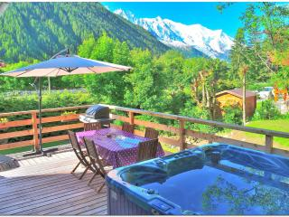 Good value 5 bedroom chalet with jacuzzi BBQ WiFi, Chamonix