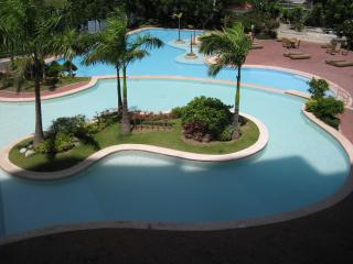 new Lux. 2BR condo-seaview -Beachaccess + 4 pools