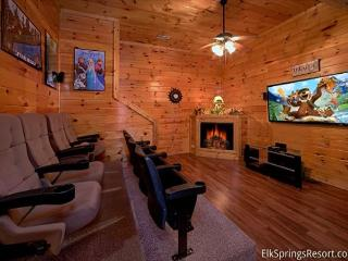 Luxury 7 Bedroom Cabin with Theater Room - Sleeps 17