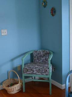 Sitting area in blue room