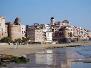 100 metri dalla spiaggia in un borgo medievale
