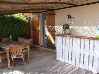 Charmant Bastidon 4 pers-clim-terrasse-piscine-jardin-park-WiFi
