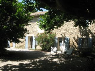 """Le mas de """"Petit-Jean"""" pour 10. Piscine privée, Saint-Rémy-de-Provence"""