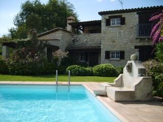 Stone villa with pool, walking distance to town, Vence