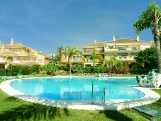 Park Beach luxury garden apartment by pool/beach, Estepona