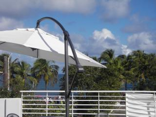 Top floor 2 bedroom. One block from the Beach!!!