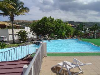 a gauche de la grande piscine: piscine pour enfants