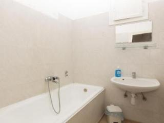 Spacious Flat in Calm Area Close to Center - 5654, Budapest